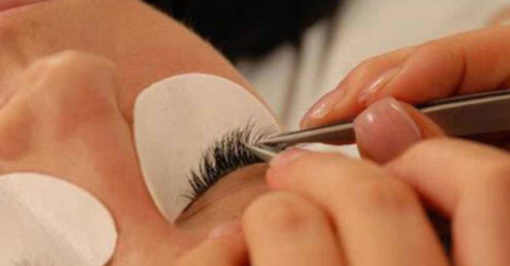 grow-lashes-at-home