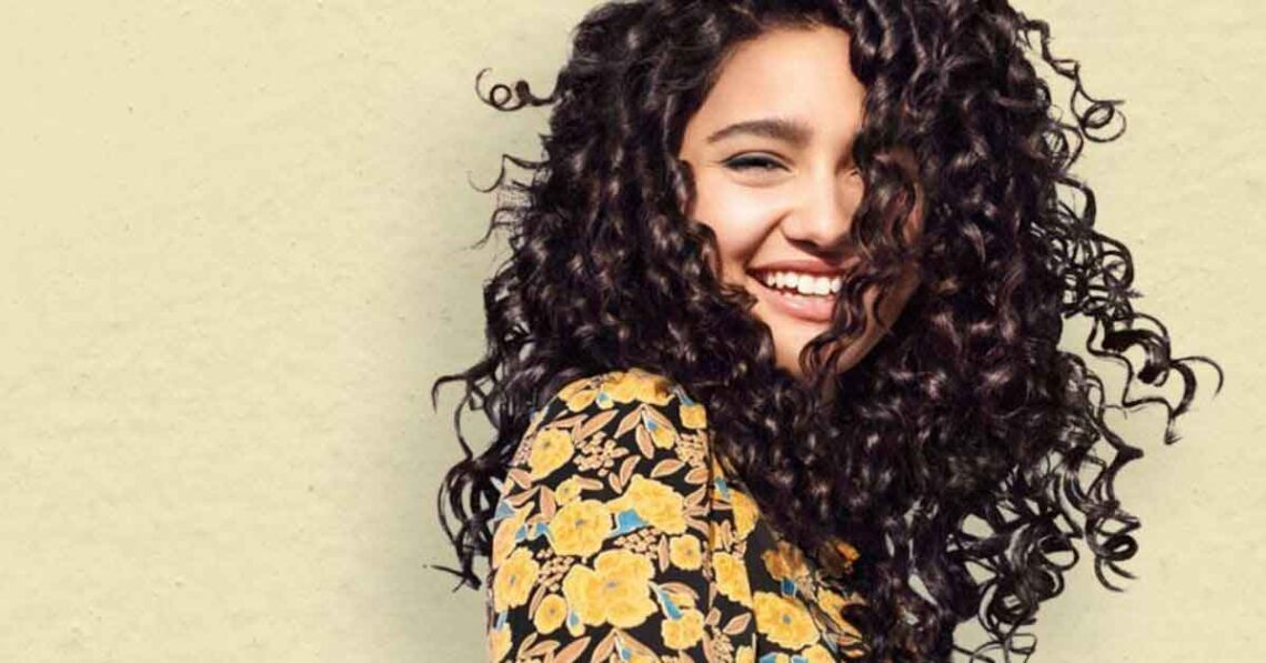 How-to-maintain-curly-hair-